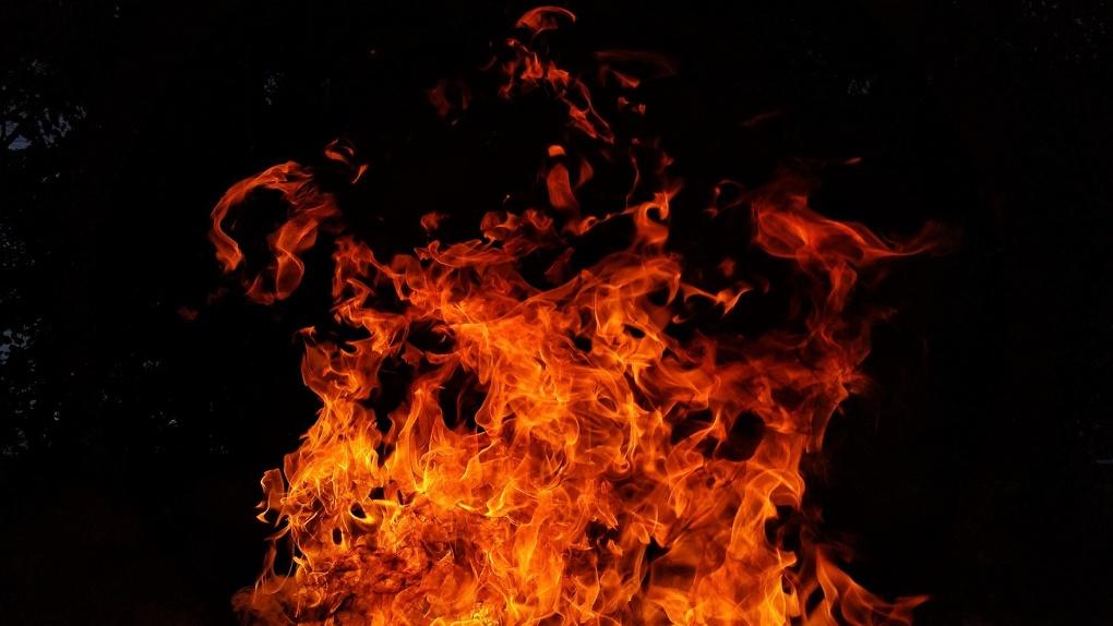 В Новосибирской области подросток поджег девушку и стал наблюдать, как она горит