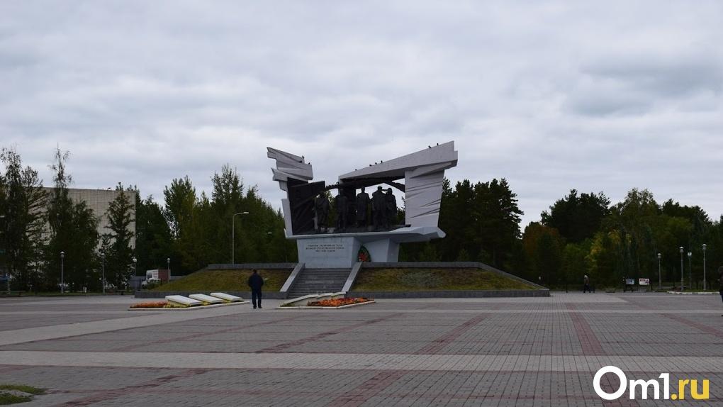 Большинство омичей хочет установить стелу «Город трудовой доблести» в Октябрьском округе