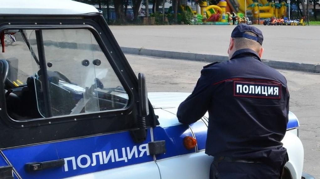 Омич заплатит крупный штраф за маты в адрес представителя власти