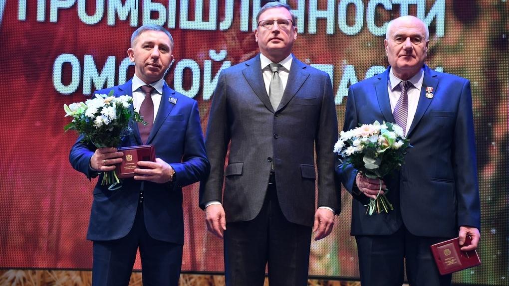 Александр Бурков наградил Латарию и Байера медалями за заслуги перед Омской областью
