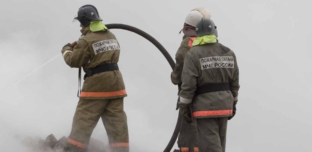 Во время пожара в частном доме в Омске погибли мужчина и его 13-летняя дочь