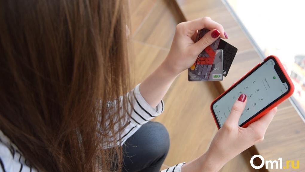 «Переверните телефон экраном вниз». В Омске мошенники украли у школьной учительницы 450 тысяч рублей