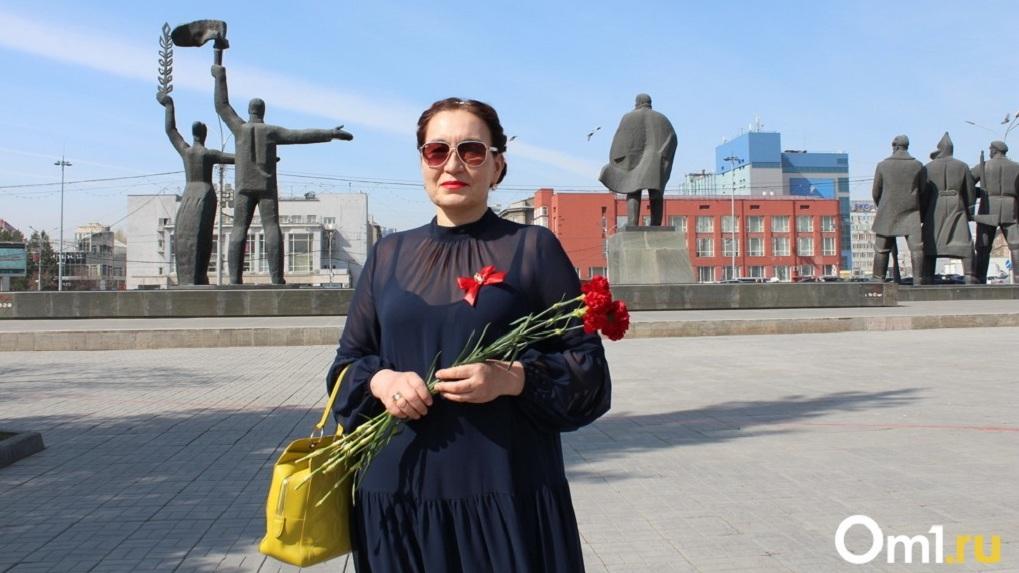 «Учебник по цене хлеба»: новосибирцы поздравили Ленина со 150-летием и вспомнили жизнь в СССР
