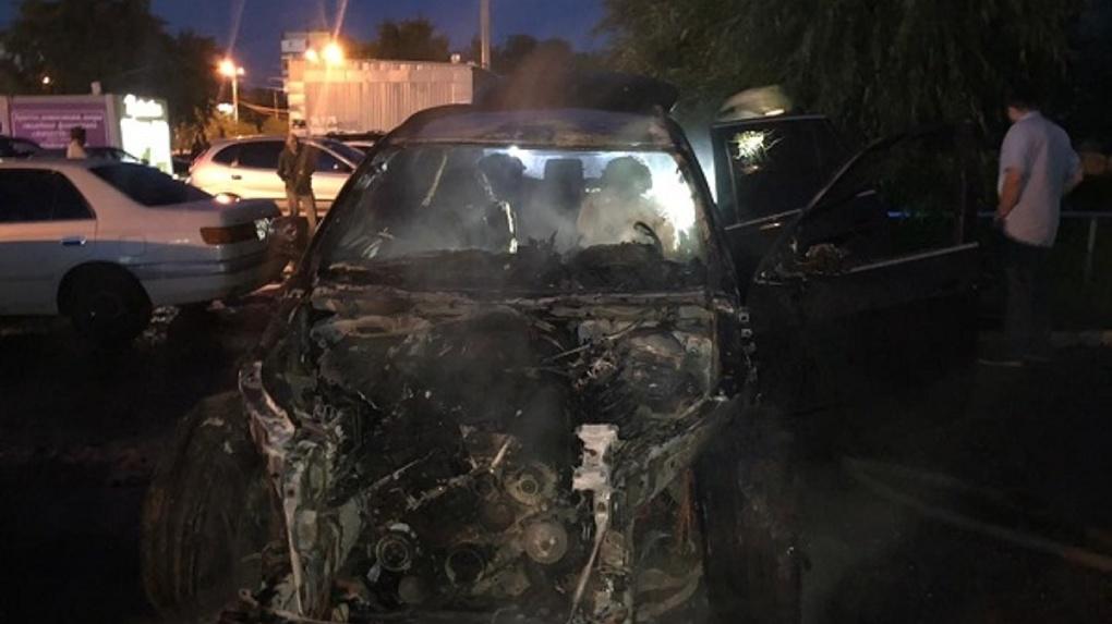 Ночью в Омске сгорела BMW X5 стоимостью более миллиона рублей