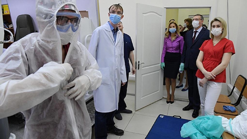 Александр Бурков проверил, как идет процесс обучения омских медиков в условиях пандемии