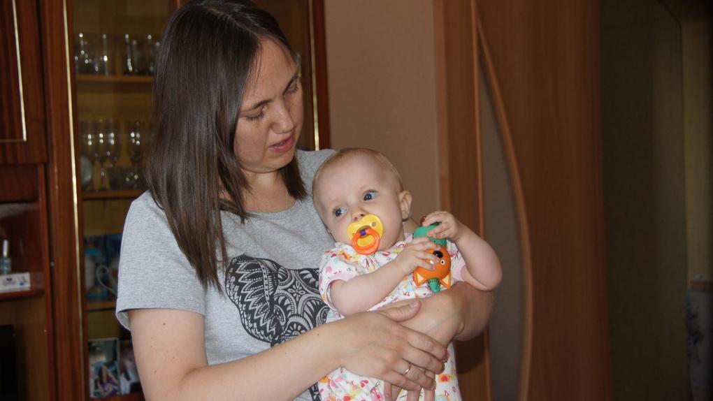 Новосибирцы собирают деньги на лечение годовалой девочки, родившейся с тяжёлым генетическим заболеванием