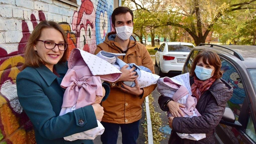 В Омске родилась вторая тройня за год. Родители получат 300 тысяч рублей