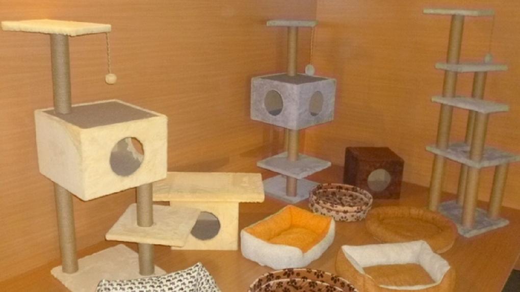 Омские осужденные начали делать на продажу домики для кошек
