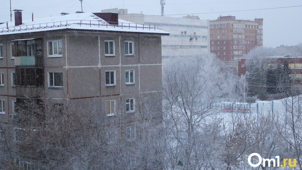 «Удивляюсь, как он еще не рухнул?»: в Омске разваливается очередной дом