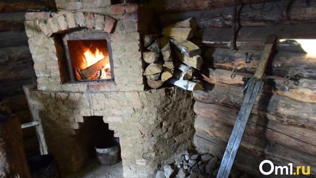 Мать двоих детей в Омской области попыталась растопить печь и обгорела до смерти