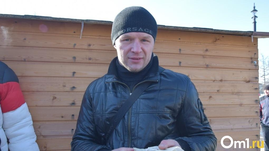 Шлеменко призвал омичей ходить в магазины группами по пять человек