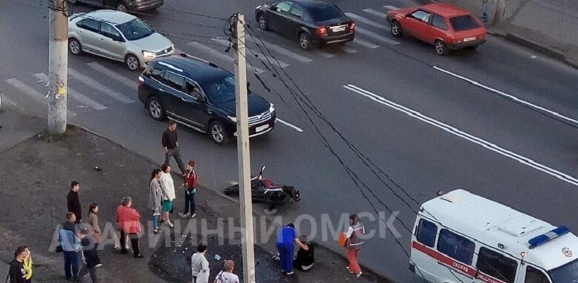 Омичка на авто сбила мотоциклиста - ФОТО, ВИДЕО