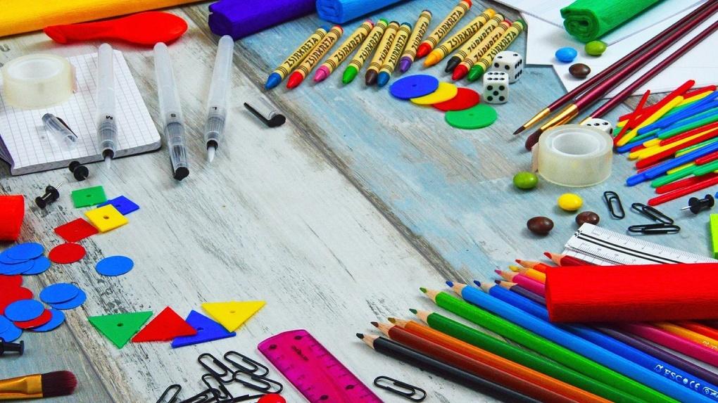 Нуждающимся семьям Омской области помогают подготовить детей к школе