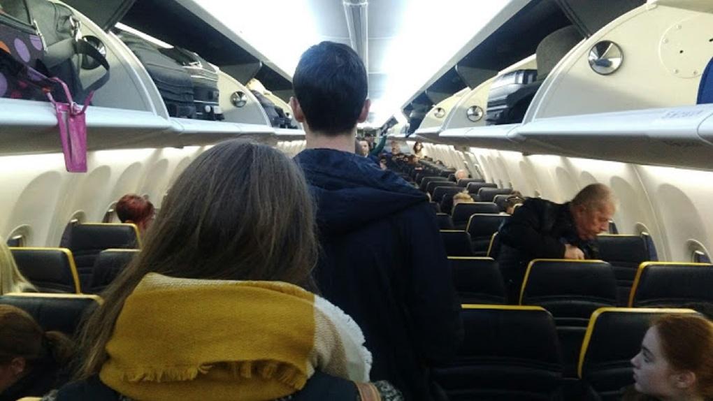 В Омск продолжают прилетать самолеты из Москвы, где коронавирусом болеют уже больше 14 тысяч человек