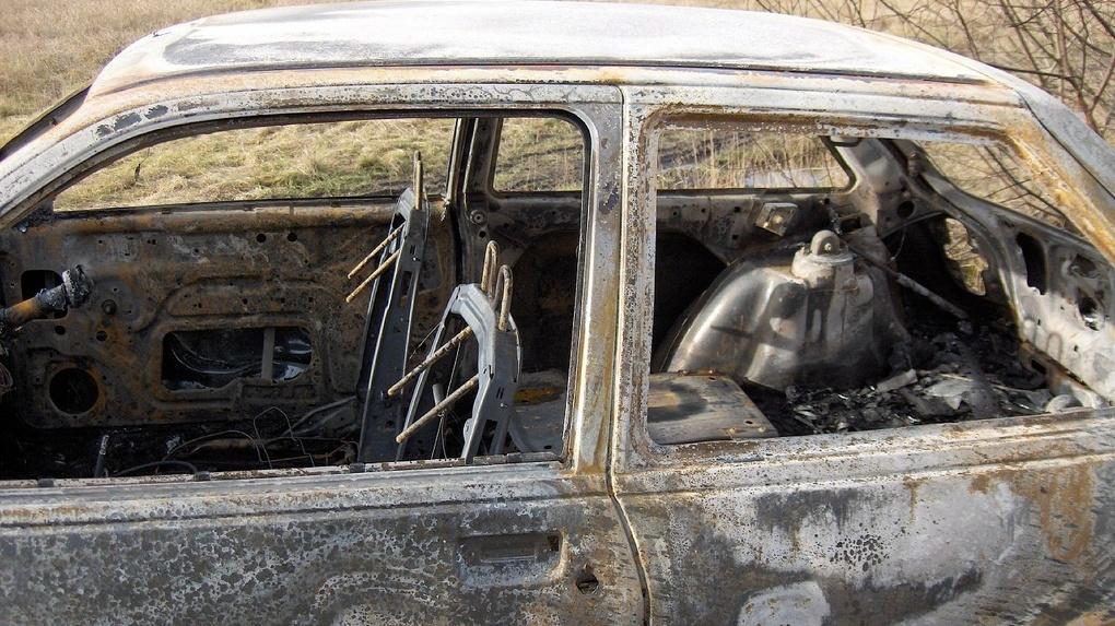 На трассе Тюмень – Омск в сожженном BMW нашли мертвого водителя