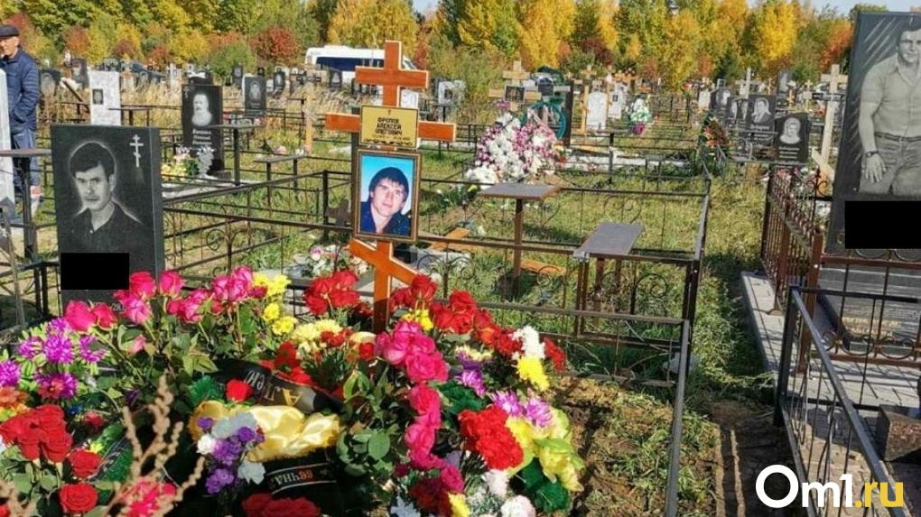 «Умер не сразу». В Омске похоронили экс-вратаря «Иртыша», которого зарезала бывшая жена