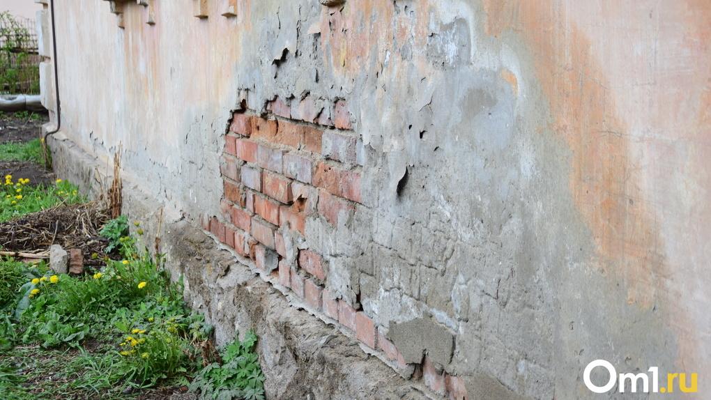 В Омской области ветеран войны живет в опасном помещении
