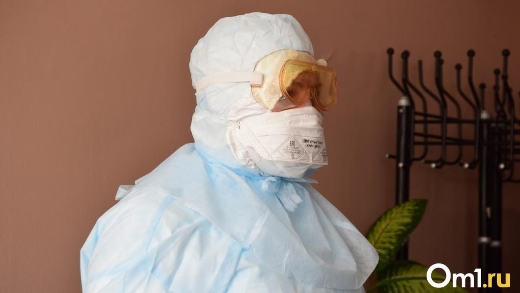 «Обработали подъезд чем-то химическим». Омский минздрав высказался об истории с 8 заболевшими соседями