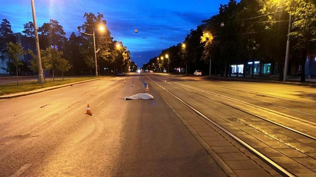 Смертельное ДТП в Новосибирске: 55-летний мужчина попал под колёса иномарки напротив ЛДС