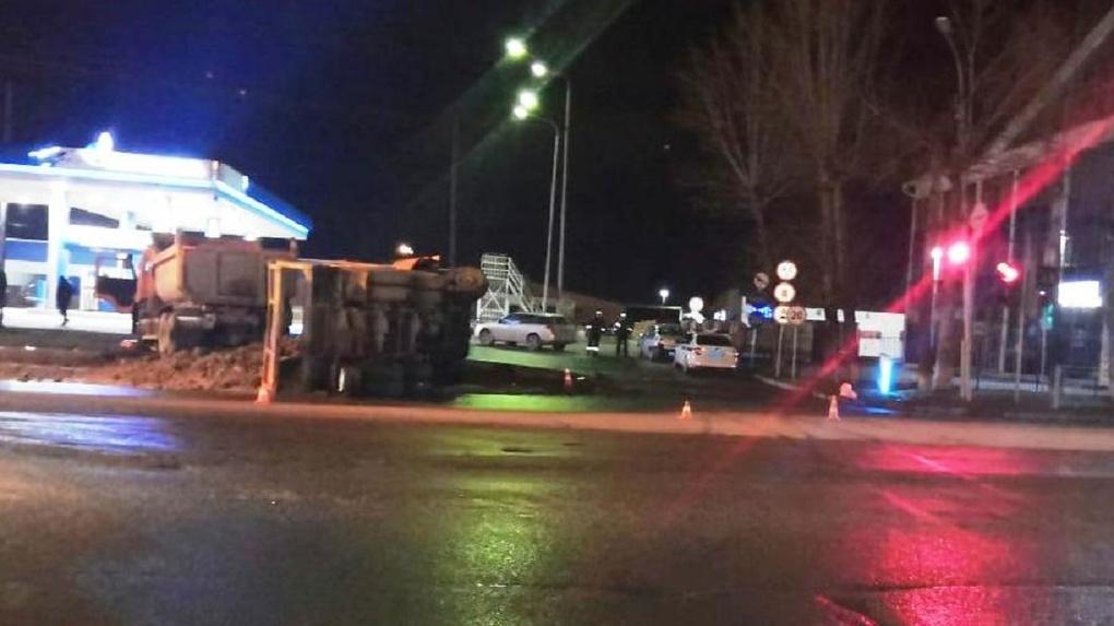 Новосибирские врачи борются за жизни двух водителей КамАЗов, пострадавших в ДТП