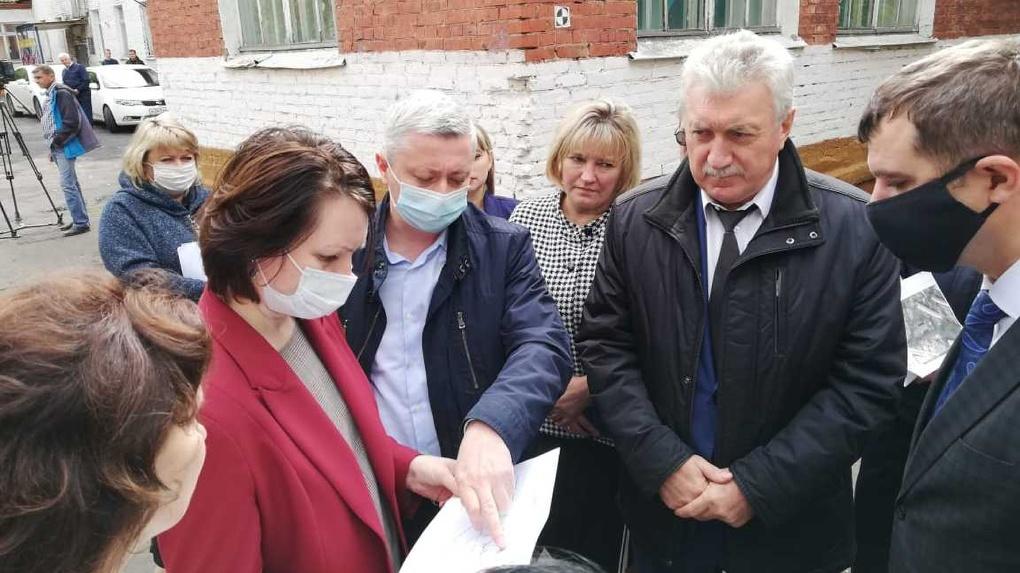 Мэр Омска Фадина проинспектировала объекты благоустройства в Советском округе
