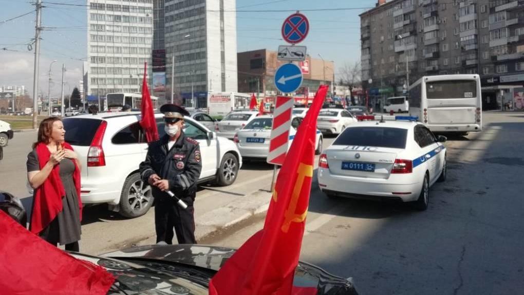 Полиция помешала первомайскому автопробегу новосибирских коммунистов