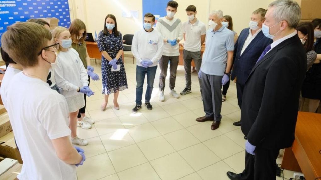 Волонтеры помогли 1600 пожилым новосибирцам в условиях коронавируса