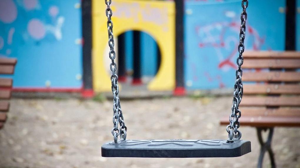 Был в маске. В Омске стали известны подробности нападения на девочку, которую педофил утащил в кусты