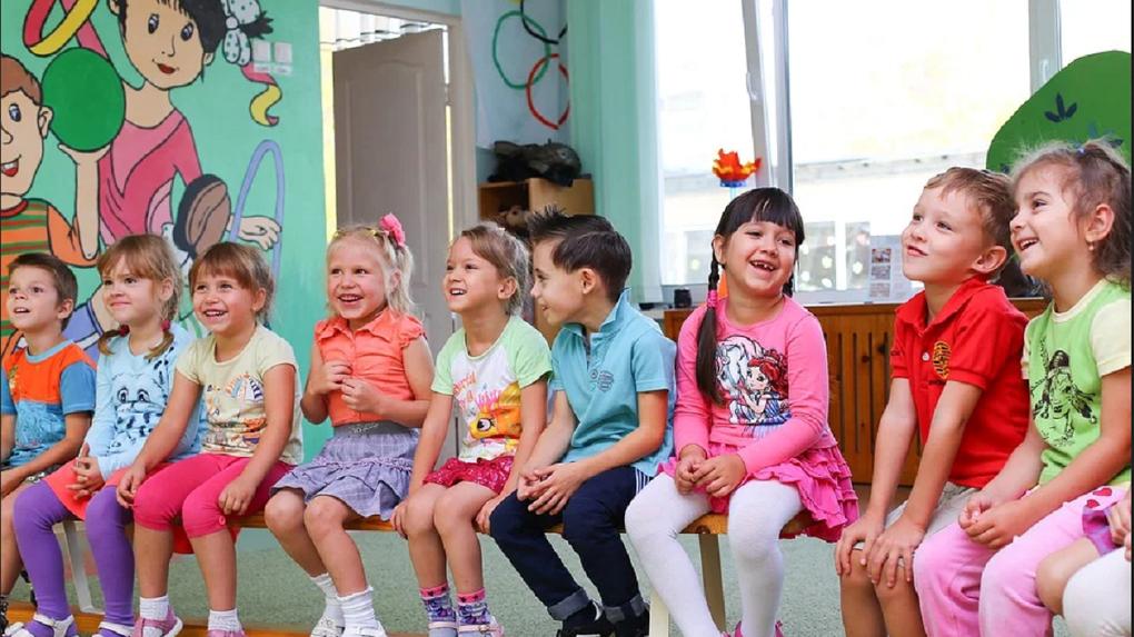 Омским родителям сообщили об открытии дежурных групп в детских садах на период карантина
