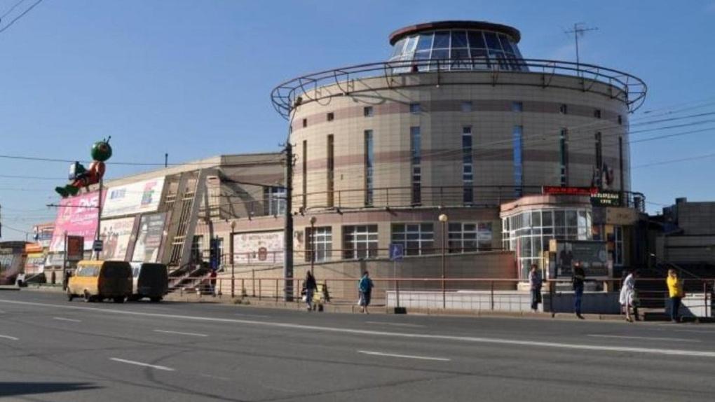 Торговый комплекс «Летур» в Омске продается по частям