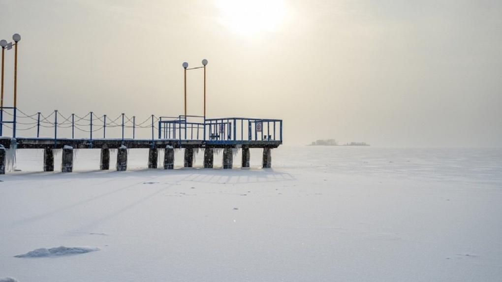 «Настоящая снежная пустыня»: новосибирский фотограф запечатлел тонкий лёд на Обском море