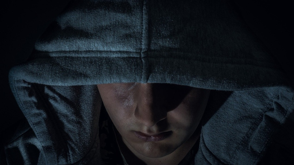 Шантажировал автовладельцев: молодой мошенник воровал у новосибирцев номера и требовал выкуп