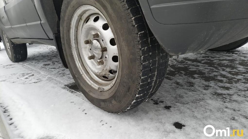 Водителей в Омске предупредили о сильном гололёде