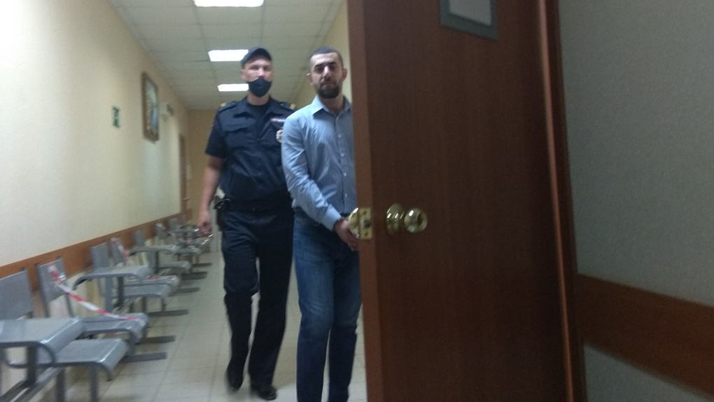 Под Новосибирском адвокат Михаила Ефремова защищает вооружённых похитителей