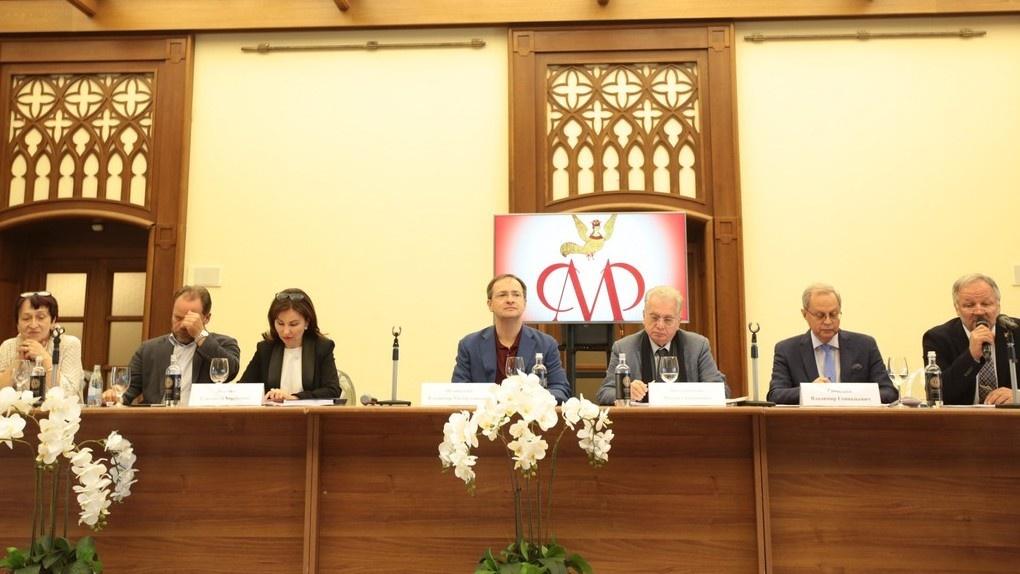 Мединский пообещал привезти в Омск «Сокровища музеев России»