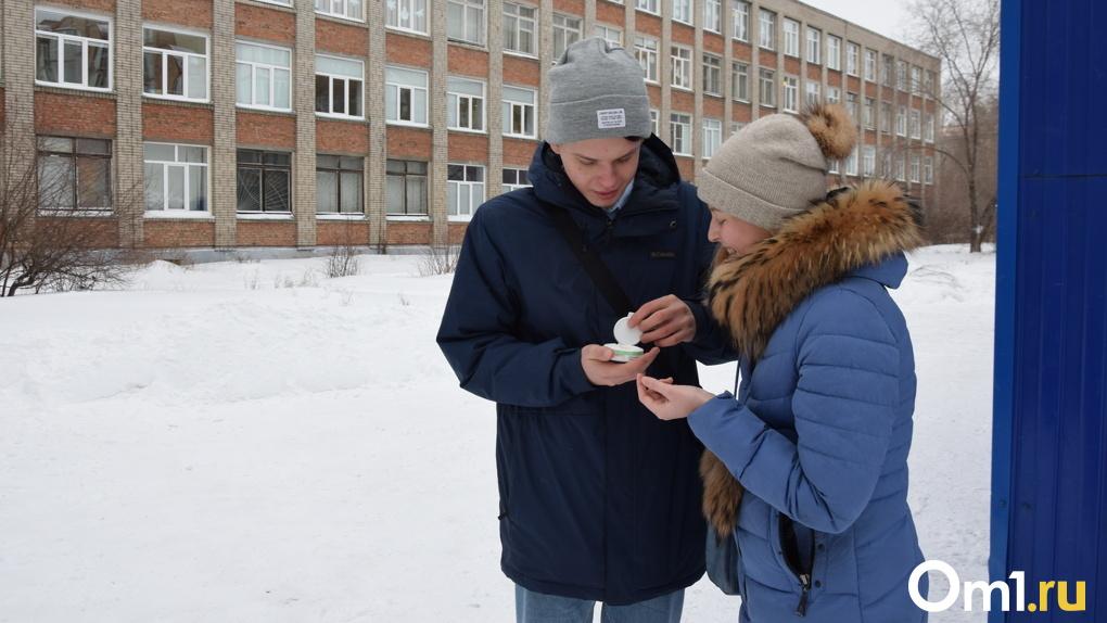 В Омской области официально запретили продавать «снюсы» и вейпы школьникам