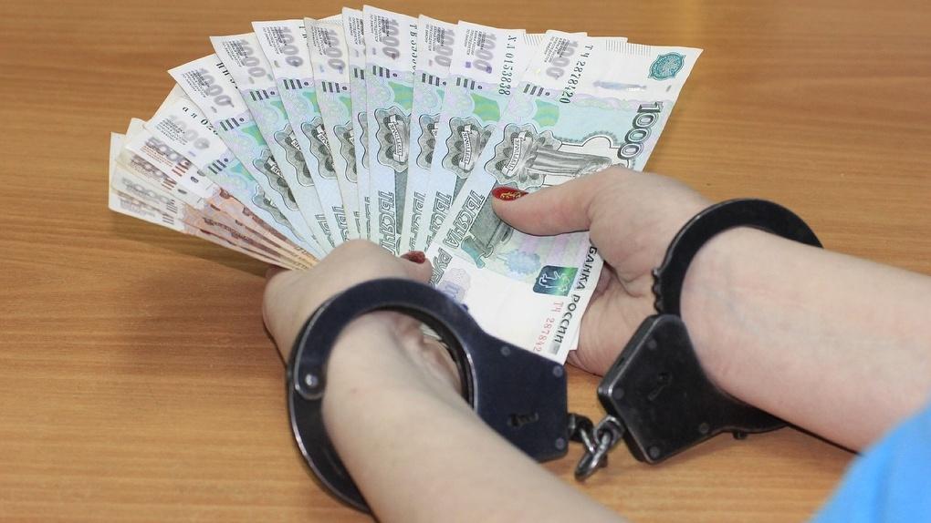 Пять лет колонии за взятки в полмиллиона рублей получил экс-начальник Новосибирской таможни