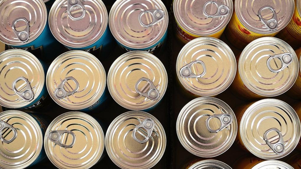 «Почта России» начала доставлять макароны и консервы омичам домой