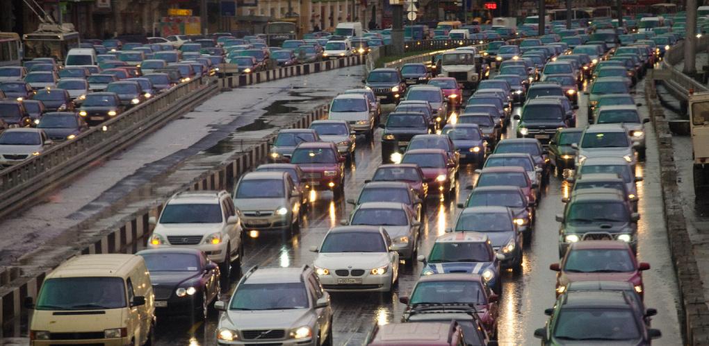 Пробки в Омске: 6 баллов и ДТП у «Арены Омск»