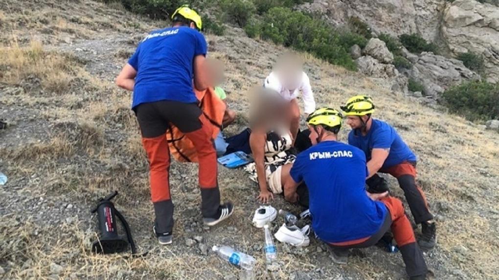 Жительница Новосибирска сломала ногу на горной тропе в Крыму