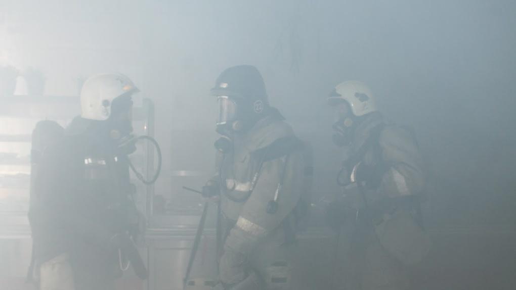 Срочно. В Омске загорелось здание МСЧ-9, эвакуировано 150 пациентов. Обновляется
