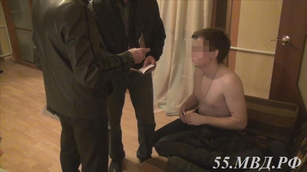В Омске бойцы СОБРа задержали банду сутенеров, побоями удерживавших проститутку (видео)
