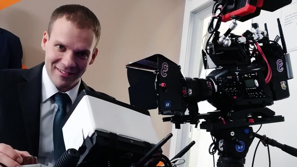 Это тебе на погоны: режиссер из Новосибирска снял забавное видео про игру в карты на самоизоляции
