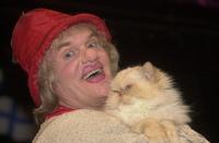 Юрий Куклачев загонит своих кошек в храм