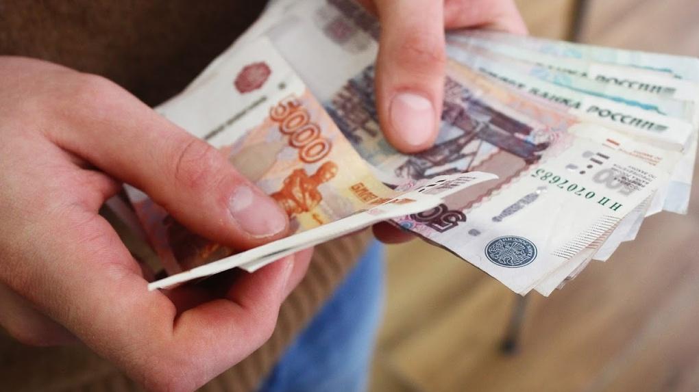 Зарплата омичей может вырасти в два раза. В России могут внедрить закон о почасовой оплате труда