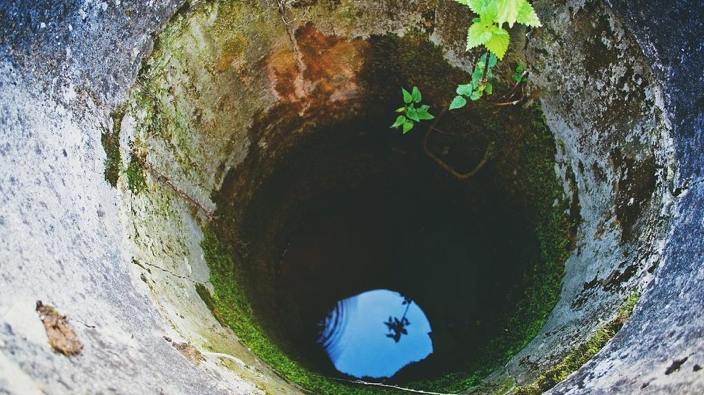 В Омской области двое мужчин отравились угарным газом в колодце