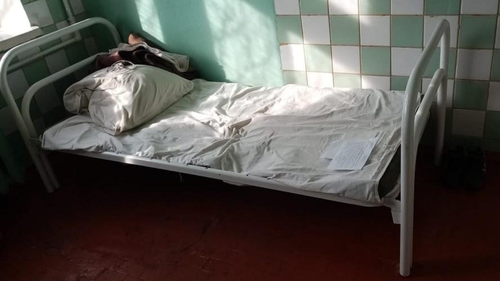 Суд признал дыры в кроватях Тарской больницы нарушением закона