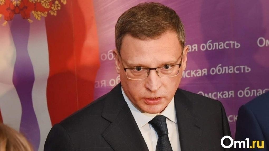 Глава Омской области в отпуске жарит шашлыки