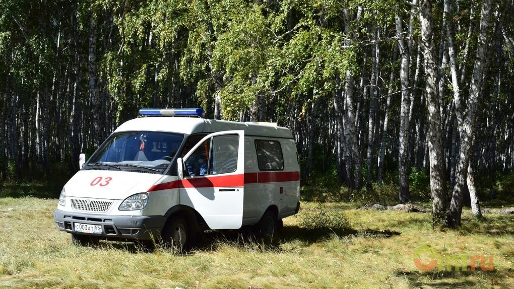 Омской скорой ради спасения малыша пришлось снести забор