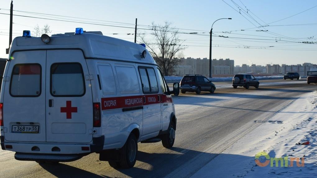 В Новосибирске погиб пенсионер, сорвавшись на козырёк подъезда